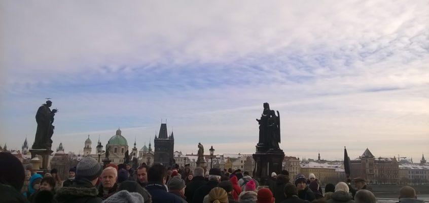 Dwie sceny ze spotkania Taize w Pradze