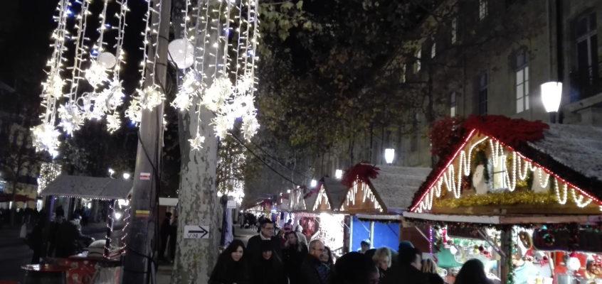 Rynek świąteczny w Aix